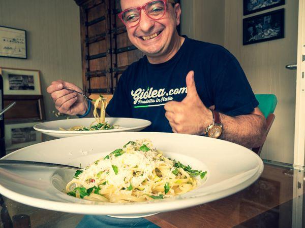 Linguine-aglio-olio-e-peperoncino-das-fertige-Gericht